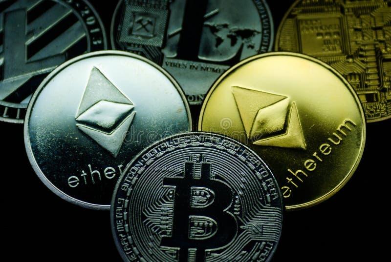 Kolekcja złota i srebra cryptocurrency monety fotografia royalty free