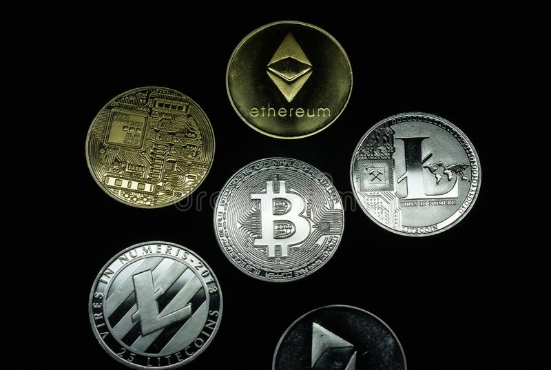 Kolekcja złota i srebra cryptocurrency monety fotografia stock