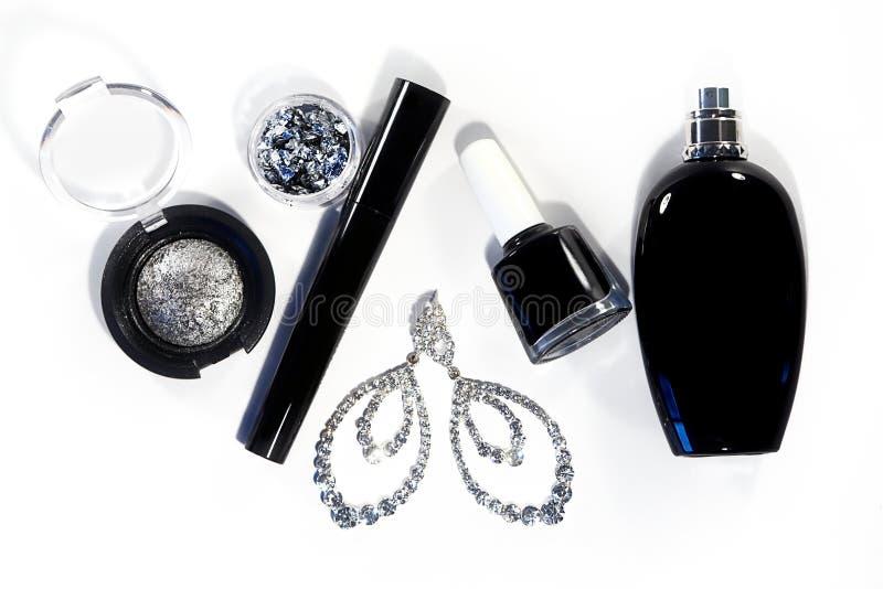 Kolekcja z kosmetyków narzędziami Fasonuje evening dekoracyjnego set z makijaży akcesoriami, czarny gwoździa połysk, srebni eyesh obrazy stock