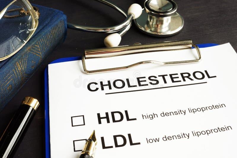 Kolesterol, hdl och ldl Medicinsk form på ett skrivbord royaltyfri fotografi