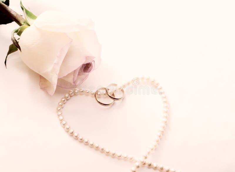 kolii perl pierścionków różany ślub zdjęcia stock