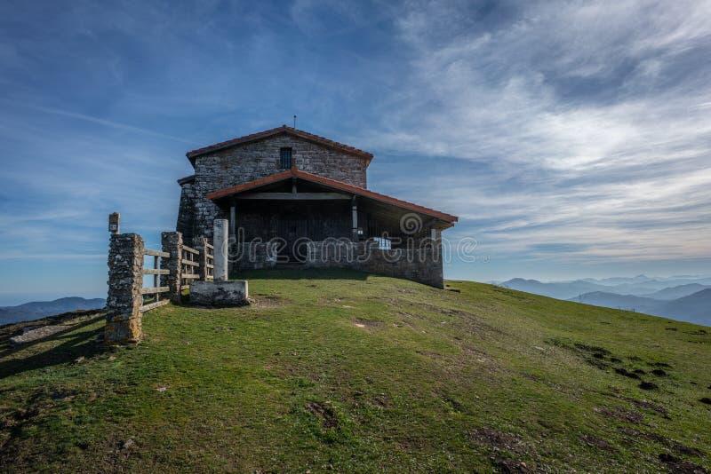 Kolitza登上的偏僻寺院在Balmaseda 库存照片