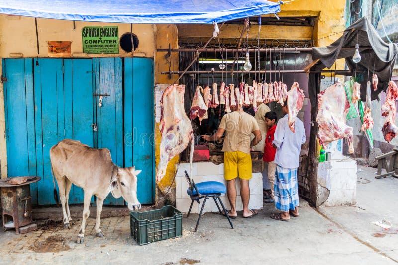 KOLKATA, ΙΝΔΙΑ - 31 ΟΚΤΩΒΡΊΟΥ 2016: Στάβλος χασάπηδων οδών με την ένωση του κρέατος στο κέντρο Kolkata, IND στοκ εικόνες