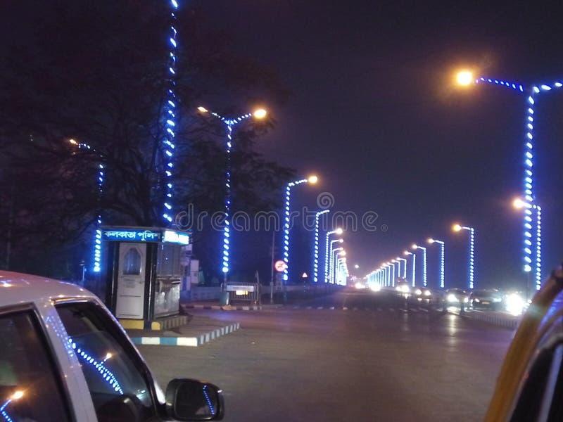 Kolkata drogi przy nocą obrazy stock