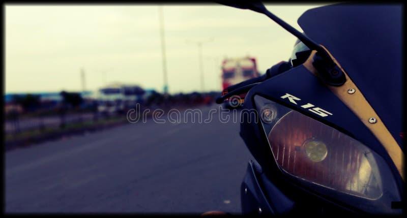 Kolkata för Yamaha R15 ridningkolaghat royaltyfri foto