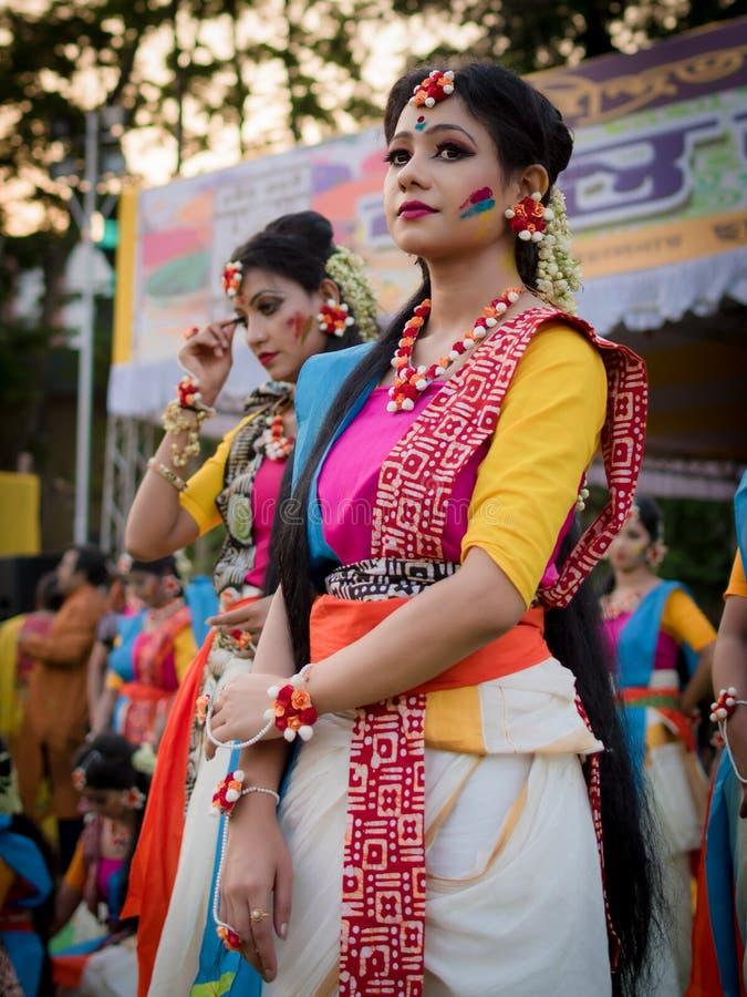 Kolkata, Inde - 18 mars 2019 ; Les ?tudiants de Rabindra Bharati University c?l?bre ?Basanta Utsav ?? leur campus dans Kolkata photos libres de droits