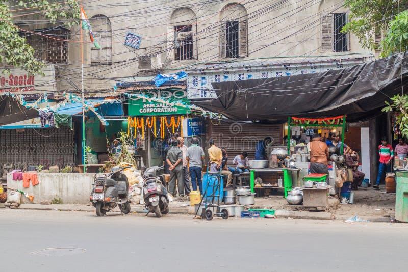 KOLKATA, INDE - 30 OCTOBRE 2016 : Stalles de nourriture de rue au centre de Kolkata, Ind images libres de droits