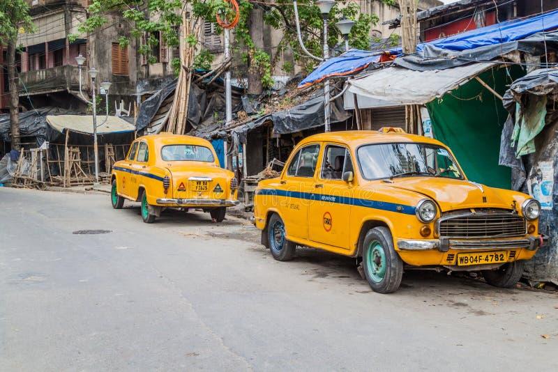 KOLKATA, INDE - 31 OCTOBRE 2016 : Vue des taxis jaunes d'ambassadeur de Hindustan dans Kolkata, Ind image stock