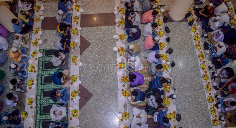 KOLKATA INDIA, MAJ, - 24, 2019: To jest Iftar przyjęcie zdjęcie stock