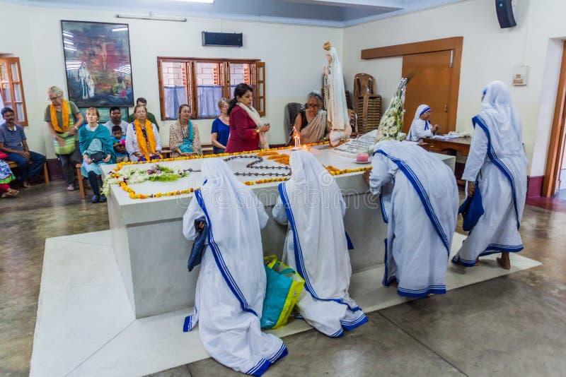 KOLKATA, INDIA - OCTOBER 30, 2016: Sisters of The Missionaries of Charity pray at Mother Teresa tomb in Mothers House in. Kolkata, India royalty free stock photography