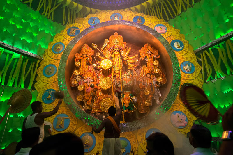 KOLKATA, INDIA - OKTOBER 1, 2014: Durga Puja-festival, documentair hoofdartikel royalty-vrije stock foto