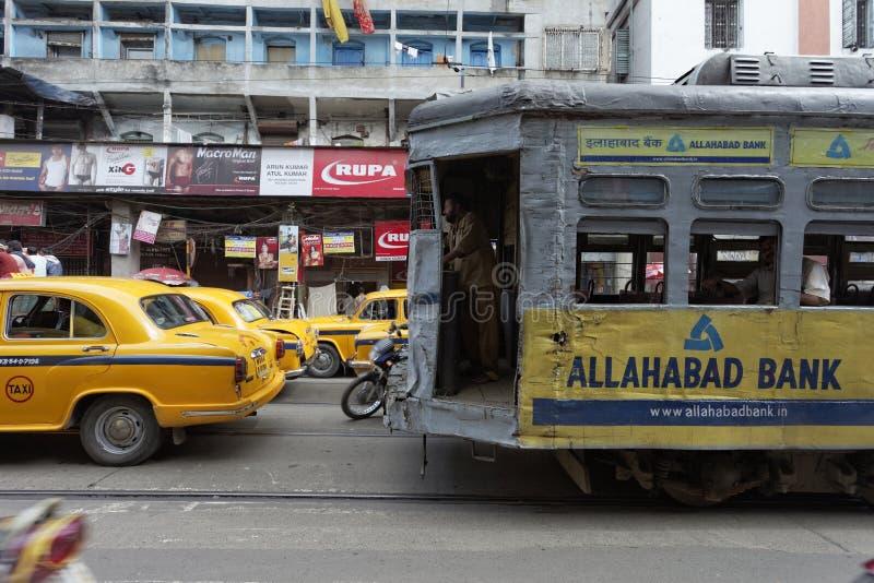 KOLKATA, INDIA -: Tradycyjny tramwaj na M g Droga na Wrześniu 21, 2011 obraz stock