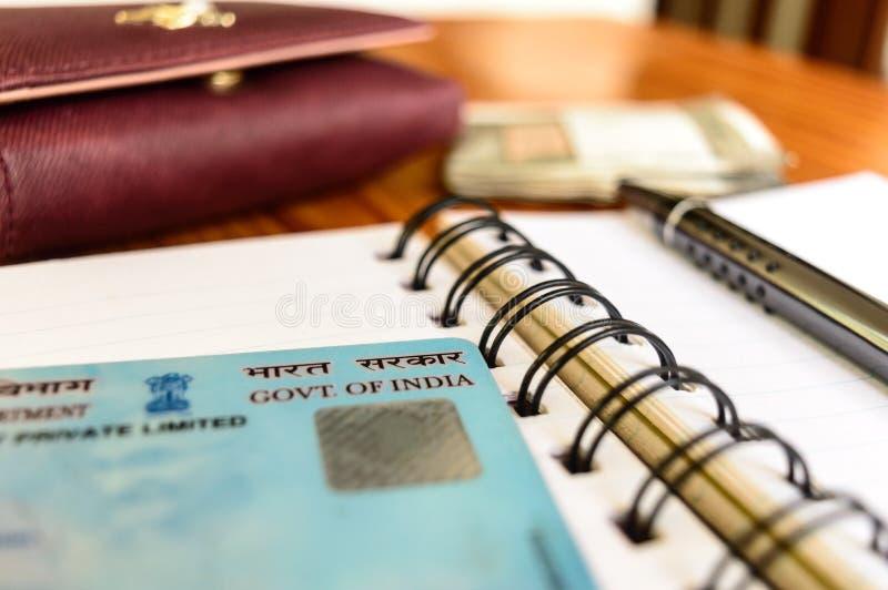 Kolkata la India enero de 2019 - ciérrese para arriba del gobierno de la India en número de cuenta permanente de la tarjeta de la imagen de archivo