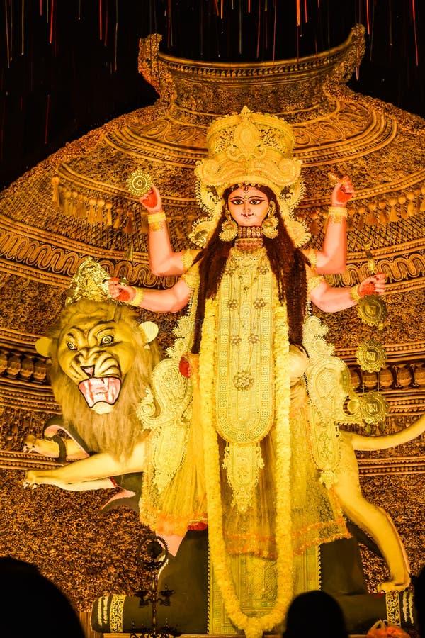Kolkata västra Bengal Indien Oktober 2018 - bild av gudinnadevien Maa Durga eller Parvati eller Uma, fru av Lord Shiva i smycken  royaltyfria bilder
