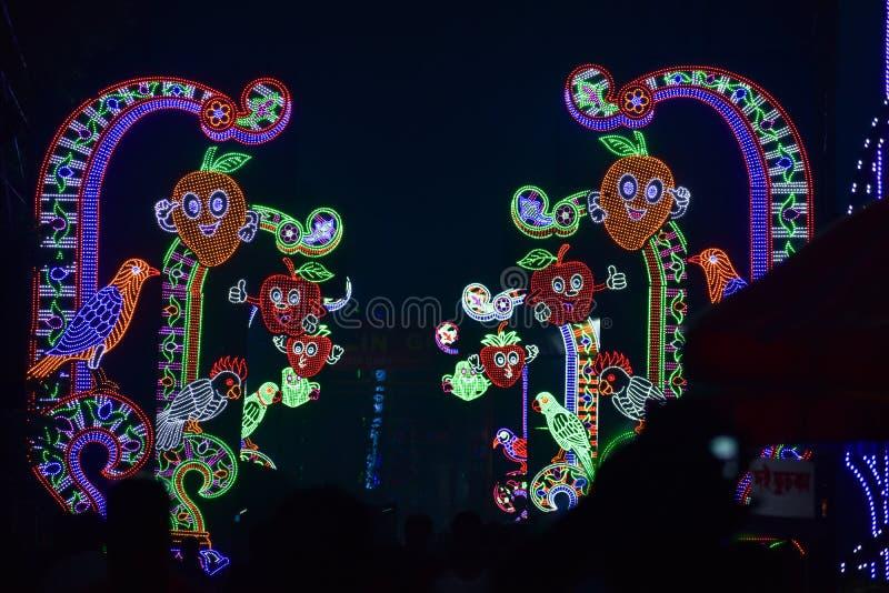 Kolkata, West-Bengalen, India Oktober 2018 - Kolkata omgezet in Stad van Lichten tijdens Durga Puja Schitterende verlichting royalty-vrije stock foto