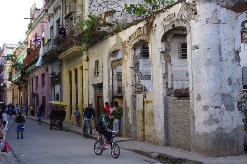 Kollapsad byggnad i havannacigarren, Kuba arkivbilder