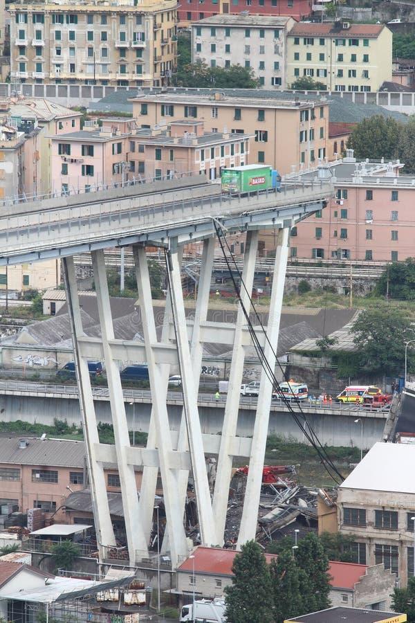 Kollapsen av den Morandi bron i Genua arkivbilder