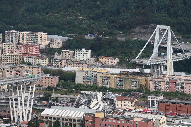 Kollapsen av den Morandi bron i Genua arkivbild