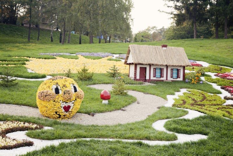 Kolobok-Blumenskulptur – Blumenschau in Ukraine, 2012 stockbilder