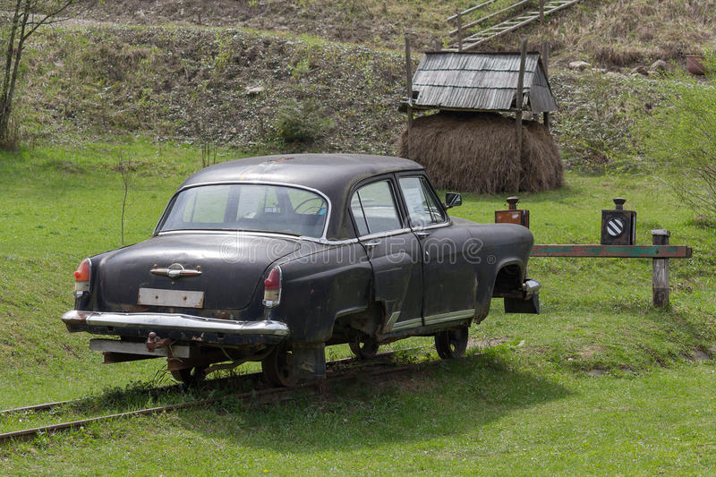 Download Kolochava, Ukraine - 18. April 2016: Altes Sowjetisches Auto Wandelte In Eine Laufkatze Im Museum Um Redaktionelles Stockfotografie - Bild von grün, landschaft: 90234877