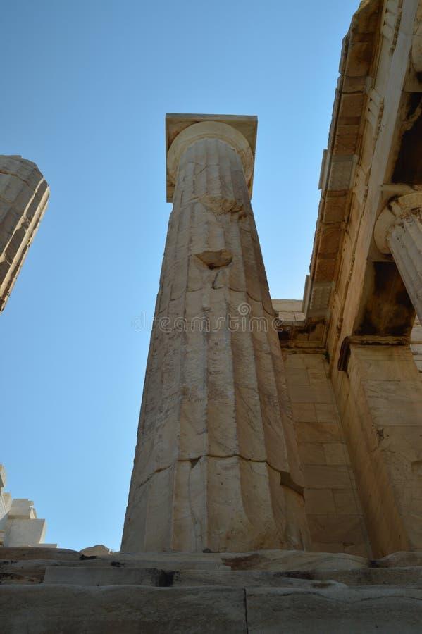Kolom van de Akropolis van Athene van Zijn Bodem wordt gezien die Architectuur, Geschiedenis, Reis, Landschappen stock fotografie