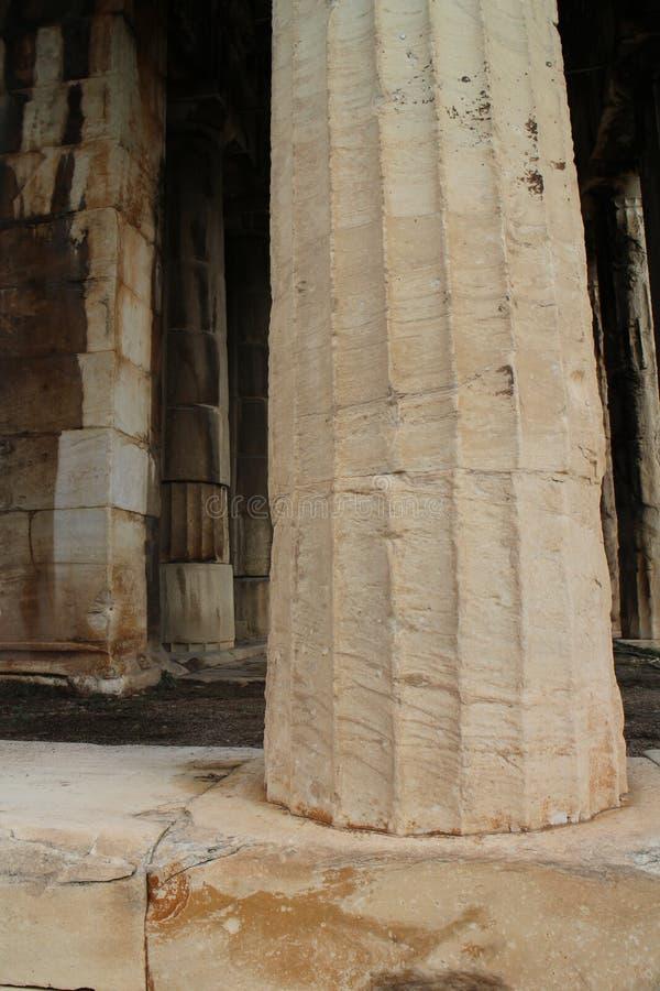 Kolom van Tempel van Hephaestus in Oud Agora van Athene stock afbeeldingen