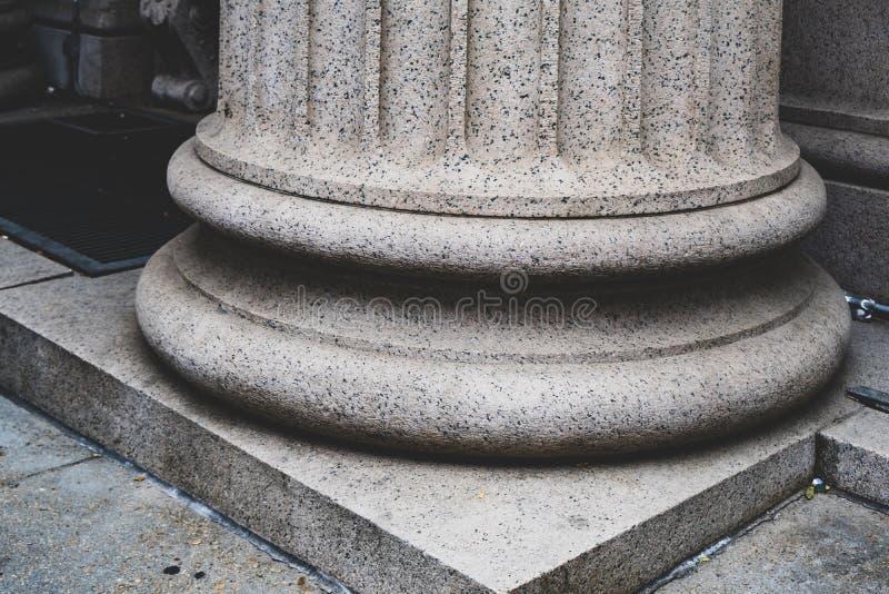 Kolombasis in neoklassieke architectuur stock afbeeldingen