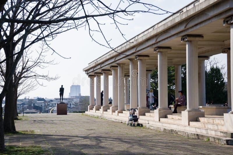 Kolommen in een park stock foto