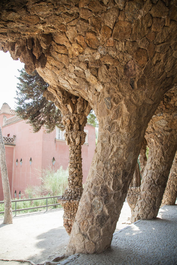 Kolommen in Park Guell, Barcelona Spanje stock fotografie