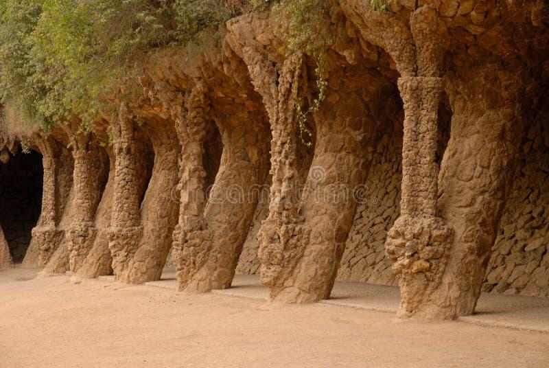 Kolommen in Park Guell in Barcelona Spanje stock afbeelding