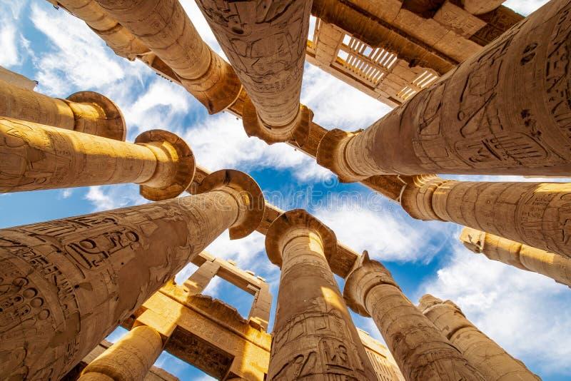 Kolommen van de Karnak Hypostyle zaal in de Tempel in Luxor Thebes stock foto