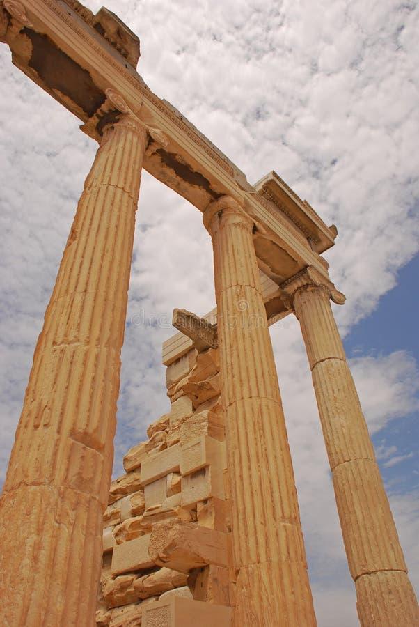 Kolommen van Erechtheion in Akropolis van Athene Griekenland stock foto