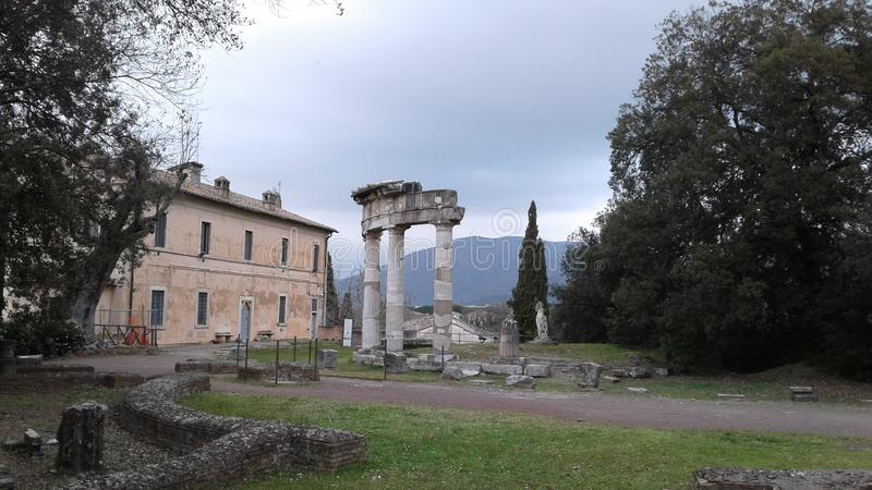 Kolommen van Villa Adriana in Tivoli, Italië royalty-vrije stock afbeeldingen