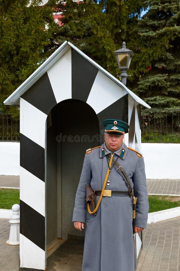 KOLOMNA, RUSIA - 3 DE MAYO DE 2014: Guardia bajo la forma de diecinueveavo ce fotografía de archivo