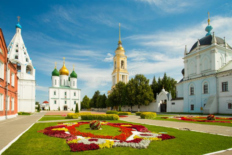 Kolomna, Russland Glockenturm der Kirche von Tikhvin, Annahme-Katze lizenzfreies stockbild