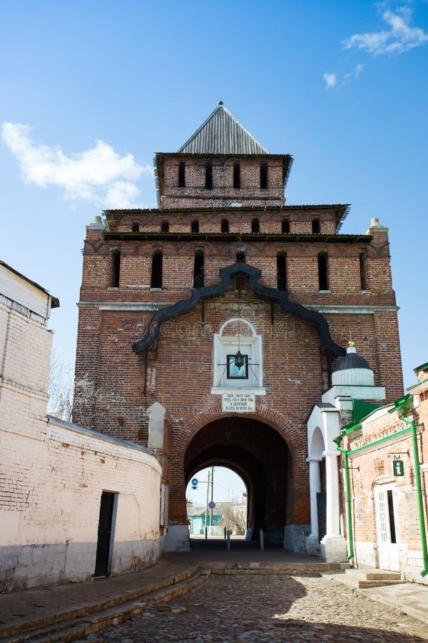 Kolomna, Russland Pyatnitskie-Tor von Kolomna der Kreml in Sunny Da stockfoto