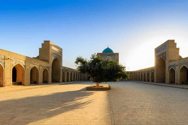 Kolon清真寺,布哈拉,乌兹别克斯坦看法日落的 免版税库存图片