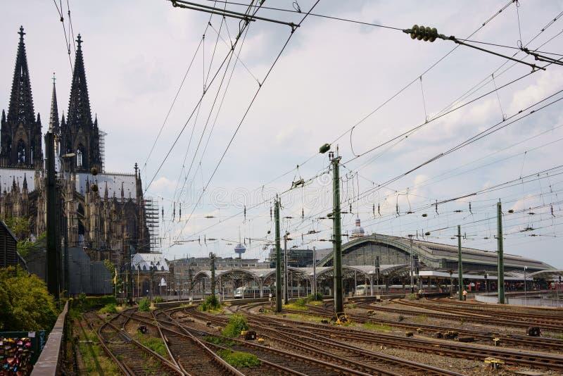 KOLONIA, północ RHINE-WESTPHALIA NIEMCY, CZERWIEC, - 18, 2019: Kolońska główna stacja kolejowa zdjęcia stock