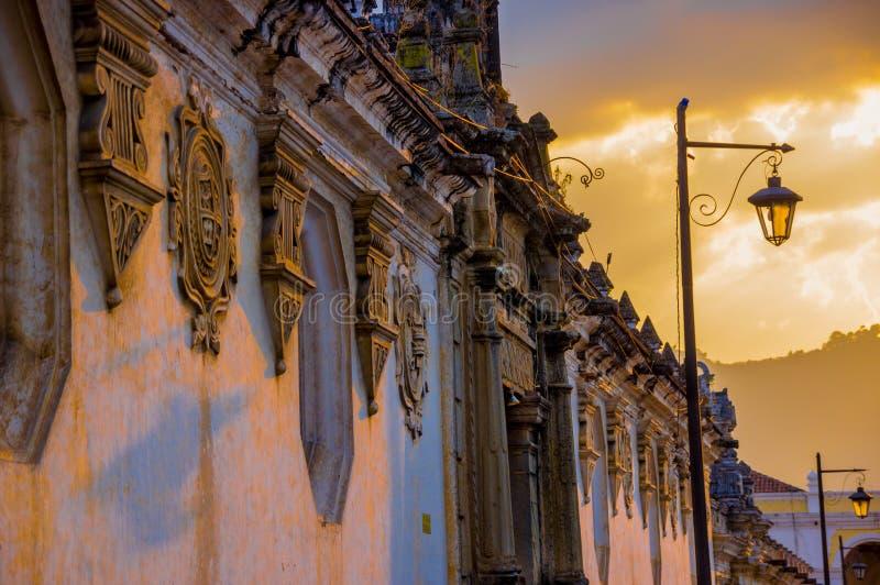 Kolonial arkitektur i den antigua staden Guatemala royaltyfri bild