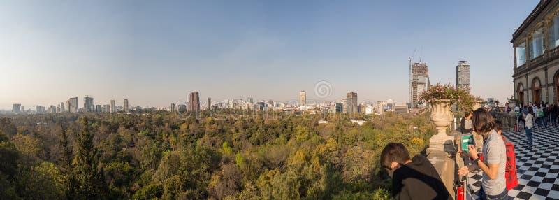 Kolonial-Chapultepec-Schlossansichten von Mexiko City, Hügel, Park, Gebäude lizenzfreies stockbild