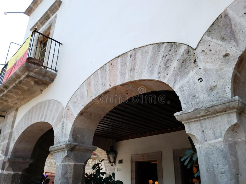 kolonial stilarkitektur i staden av Morelia, Mexico royaltyfri foto