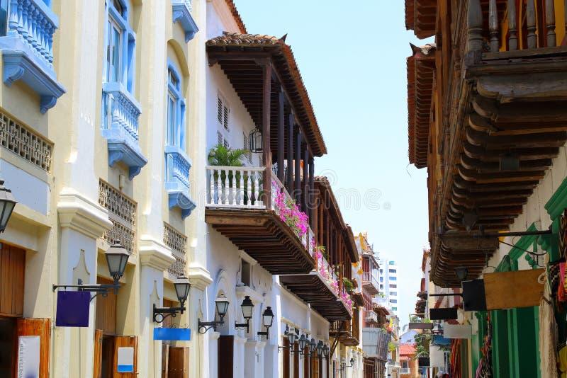Koloniala byggnader och balkonger i Cartagena, Colombia arkivfoton
