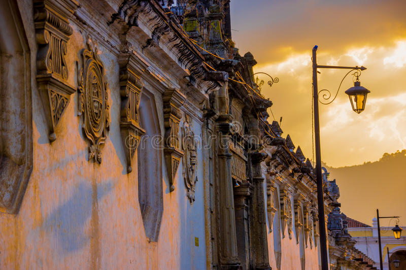 Koloniale architectuur in antigua stad Guatemala royalty-vrije stock afbeelding