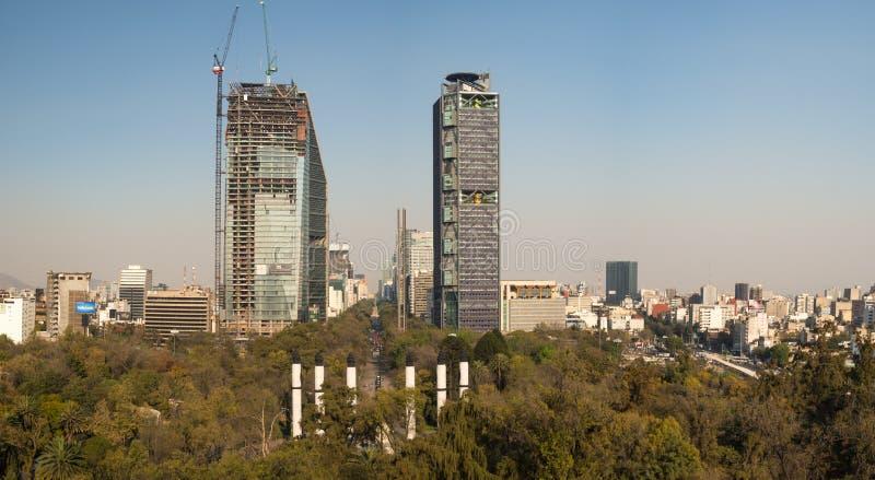 Koloniale Chapultepec-Kasteelmeningen van Mexico-City, heuvel, park, gebouwen royalty-vrije stock afbeeldingen