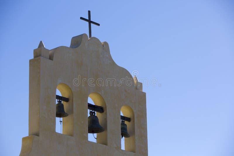 Koloniale kapel in Cachi met blauwe hemel, Argentinië stock fotografie