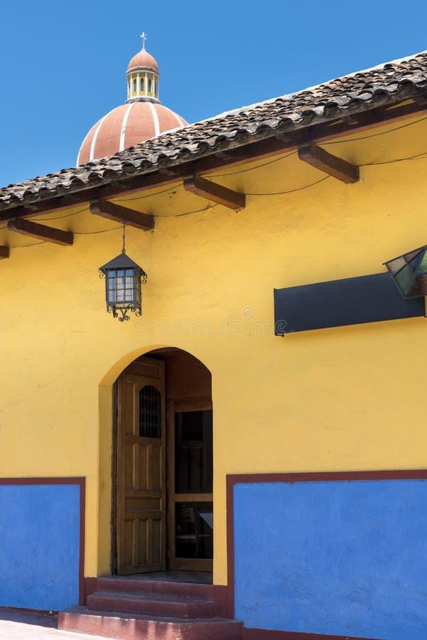 Koloniale stad van Leon in noordelijk Nicaragua stock afbeelding