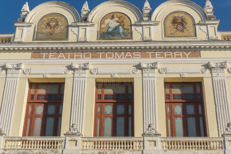 Kolonialgebäude Teatro Tomas Terry in Cienfuegos, Kuba stockbilder