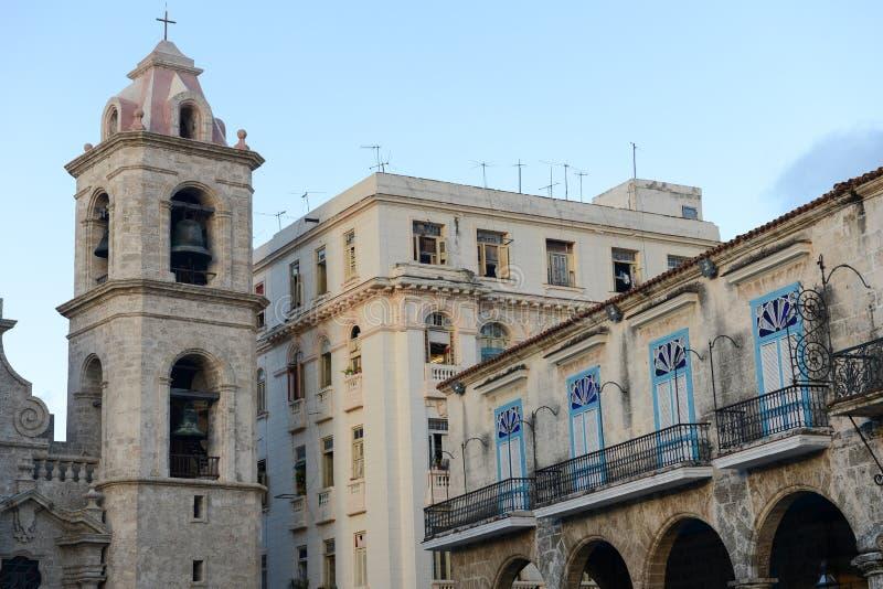 Kolonialna architektura na Placu De Los angeles Catedral w Stary Hawańskim obraz royalty free
