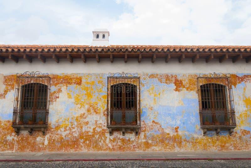 Kolonialni budynki i brukować ulicy w Antigua, Gwatemala, Ameryka Środkowa obrazy stock
