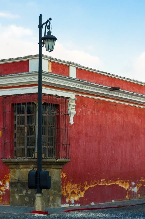 Kolonialni budynki i brukować ulicy w Antigua Gwatemala, Ameryka Środkowa, ameryka łacińska Widoki brukowali ulicy, architektura  obraz stock